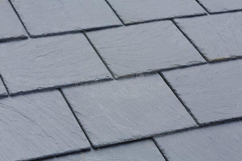 Tejas de tejado de pizarra imagenes de archivo