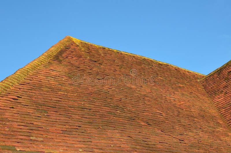 Tejas del canto y de tejado de la arcilla imagen de archivo