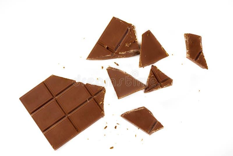 Tejas quebradas del chocolate con leche fotografía de archivo libre de regalías