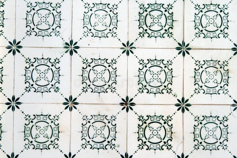Tejas viejas típicas de Lisboa, detalle del baldosas cerámicas clásicas fotografía de archivo