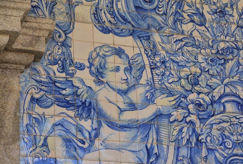 Tejas viejas típicas de Portugal, detalle de un azulejo clásico de las baldosas cerámicas imagen de archivo