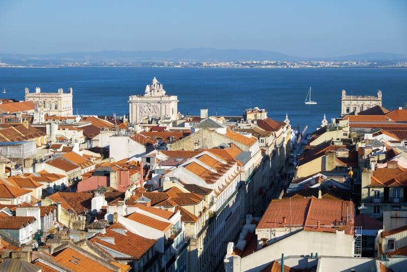 Tejo河如被看见从圣诞老人胡斯塔推力观测台  里斯本 葡萄牙 免版税库存照片