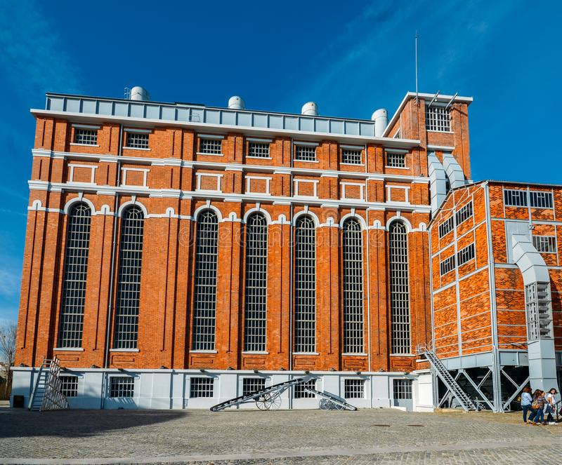 Tejo Power Station in Lissabon, Portugal, een vroegere thermo-elektrische elektrische centrale die momenteel gastheren het Elektr stock foto's