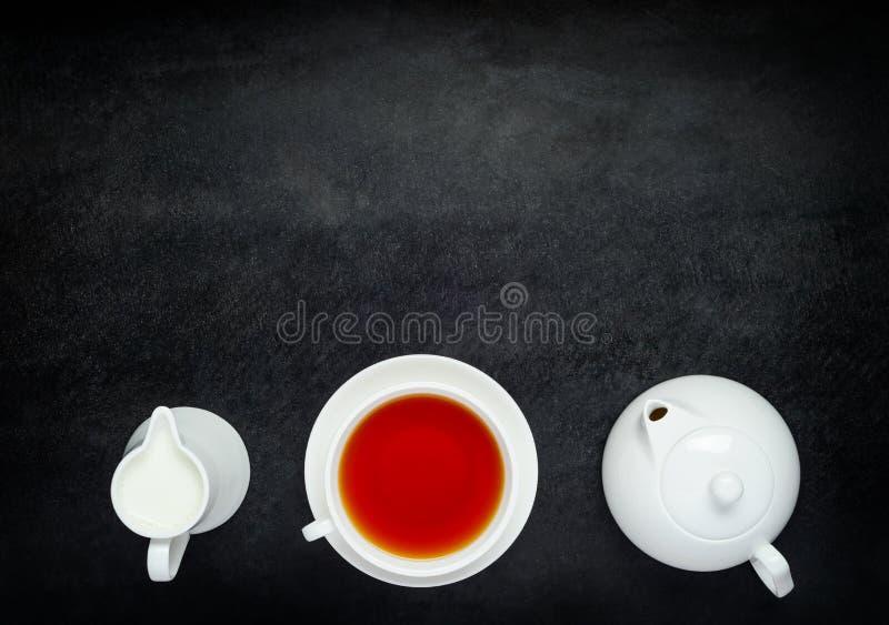 Download Tekannan Med Koppte Och Mjölkar På Kopieringsutrymmeområde Arkivfoto - Bild av teapot, drink: 78728360