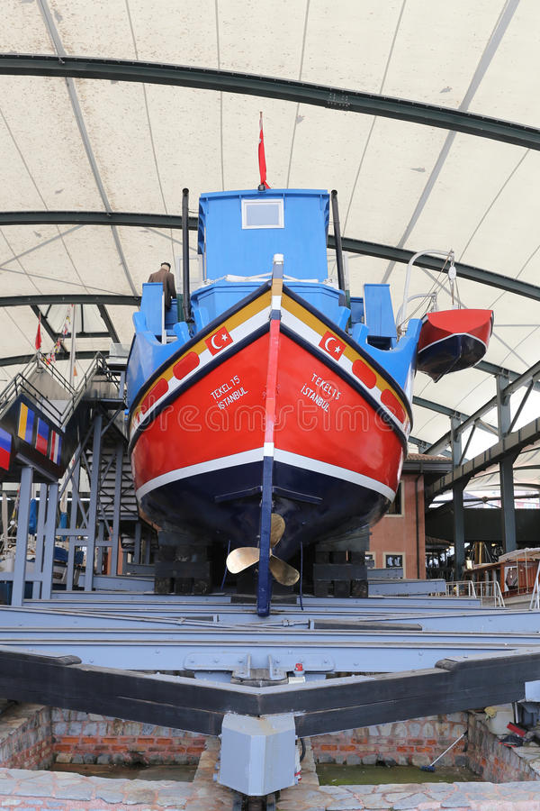 Tekel 15 lastfartyg royaltyfria bilder