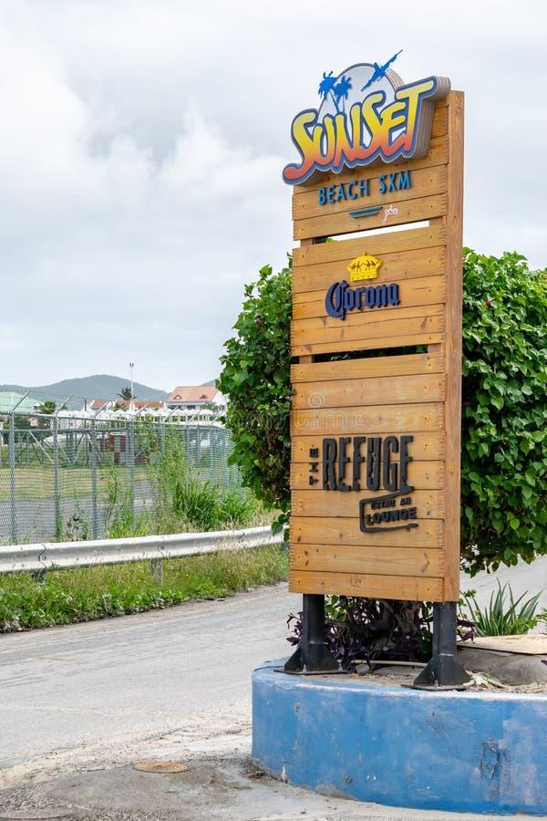 Teken bij ingang aan Zonsondergangstrand en het Toevluchtsoord in Simpson-Baai, Philipsburg, Sint Maarten stock foto's