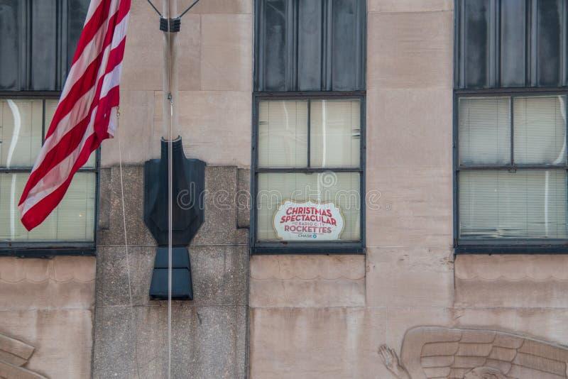 Teken in een venster die de Kerstmisspectaculaire show adverteren bij Radio City Music Hall met Rockettes royalty-vrije stock foto