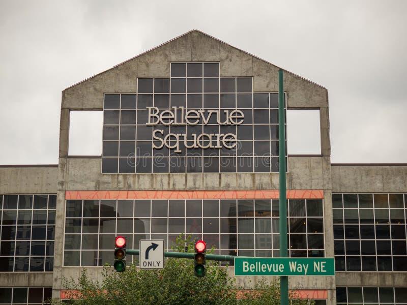 Teken van het Bellevue het Vierkante winkelcentrum boven ingang aan het winkelen plein royalty-vrije stock foto's