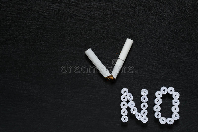 Teken van het verbod bij het roken stock afbeelding