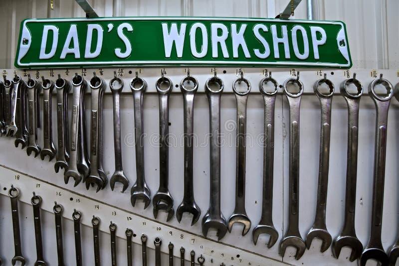 Teken voor Papa; s Workshop en reeks moersleutels van BO stock afbeelding