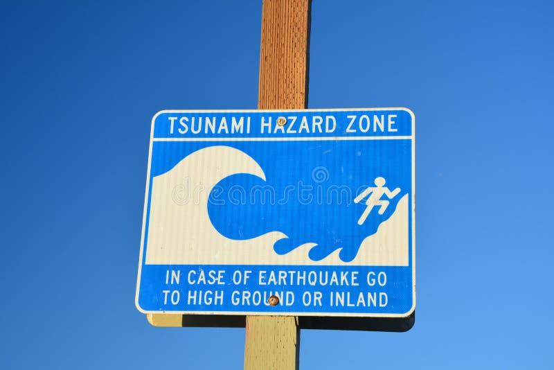 Tekenbord van de gevarenzone van de tsunami op het strand van Venetië royalty-vrije stock fotografie