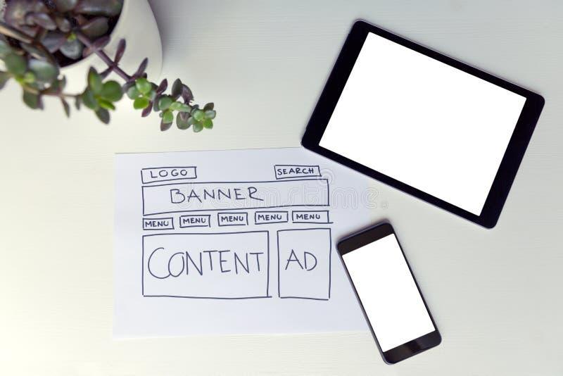 Tekening van de draadkader van de websiteontwikkeling Structuur van Web-pagina Het Ontwerp van het Web royalty-vrije stock afbeeldingen