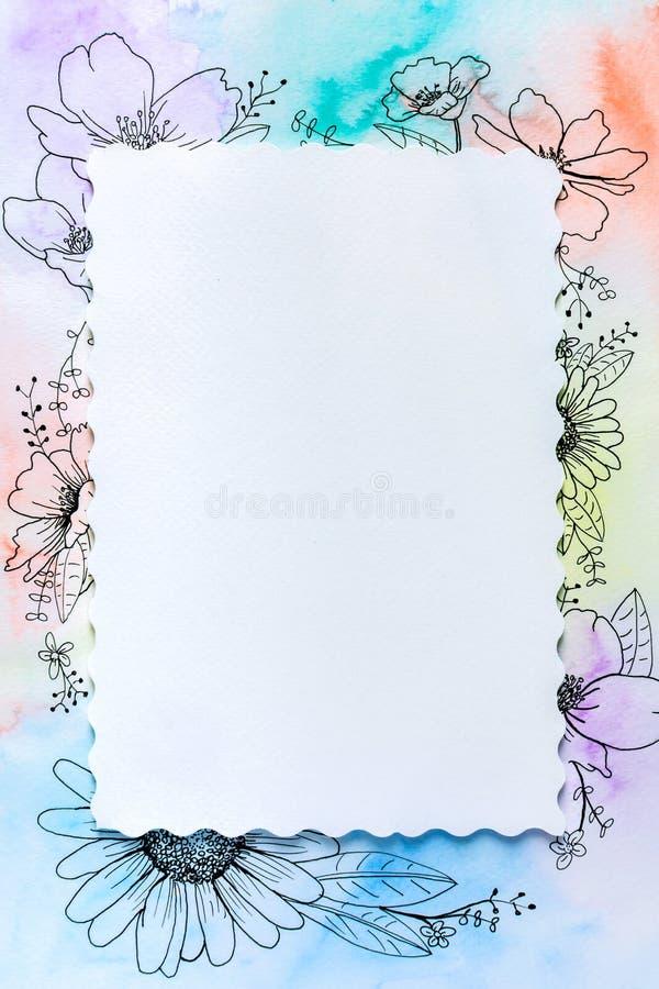 Tekeningsbloem en regenboogwaterverf stock afbeeldingen