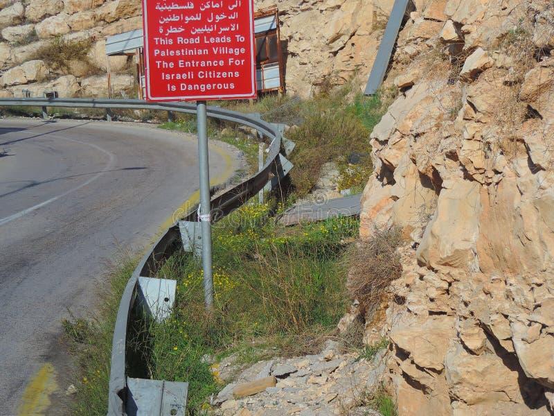 Tekenraad op de manier aan Jeruzalem van Jordanië stock fotografie
