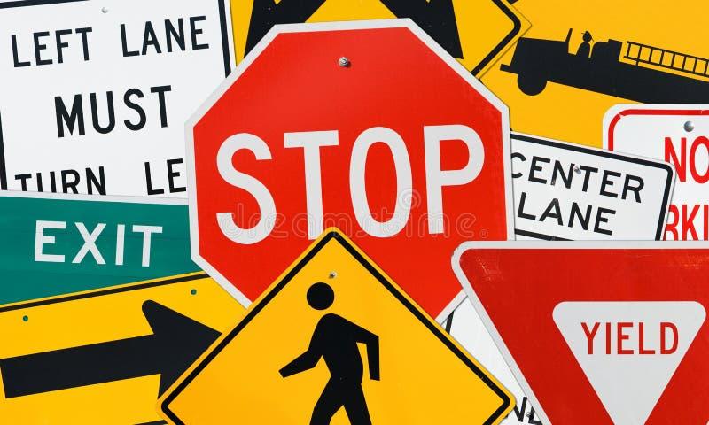 Tekens: Montering van Diverse Verkeersteken stock foto