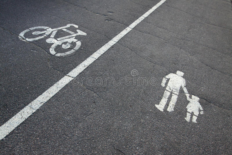 Tekens op asfalt stock afbeelding