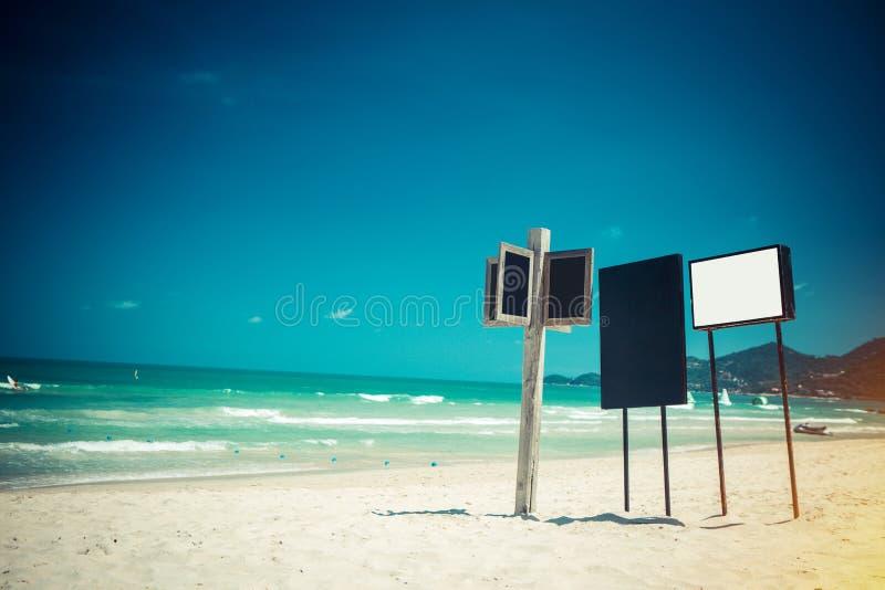 Tekensraad op strand stock foto's