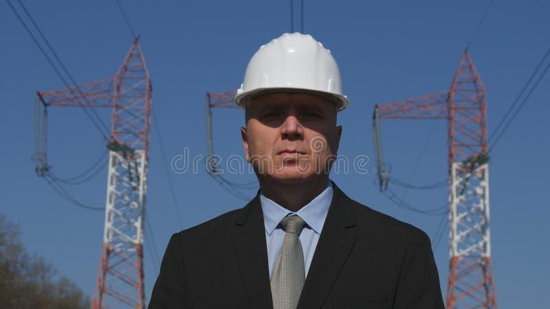 Tekniker för energibransch i en kommersiell presentation royaltyfri foto