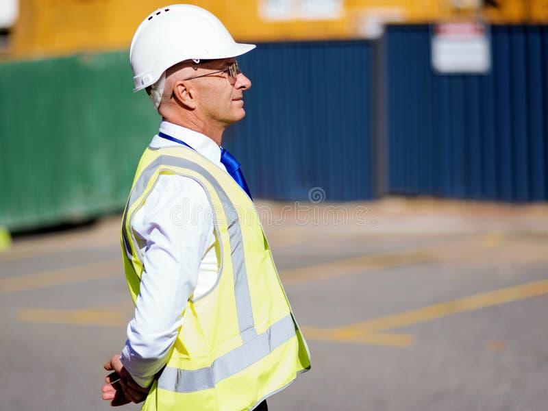 Teknikerbyggmästare på konstruktionsplatsen fotografering för bildbyråer
