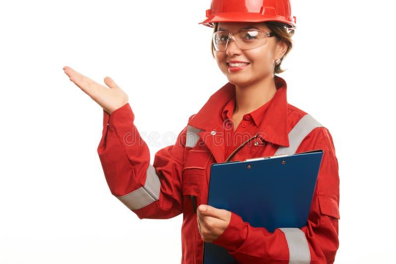 Teknikerbyggnadsarbetarekvinna i säkerhetslikformig fotografering för bildbyråer
