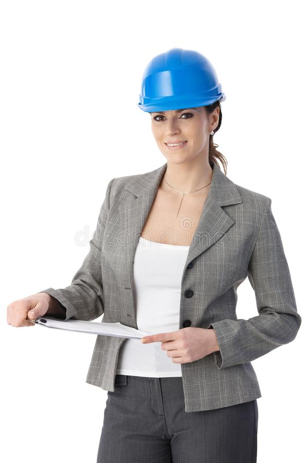Teknikerkvinna i hardhat royaltyfri foto