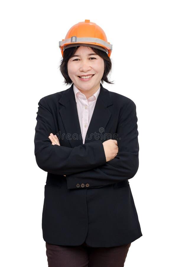 Teknikerkvinna med hjälmen över vit royaltyfri bild