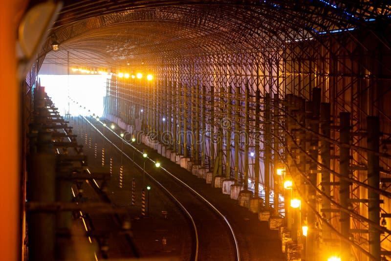 Teknisk järnvägstunnel för trafik med kalltåg royaltyfria foton