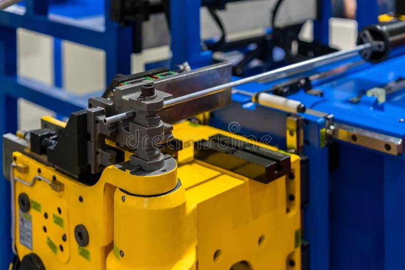 Tekniskt avancerad och för precisioncnc automatiskt rör eller böjande maskin för rör för industriellt arkivfoto