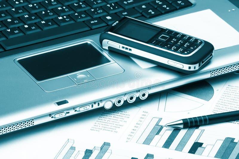 teknologi för affärsanteckningsboktelefon fotografering för bildbyråer