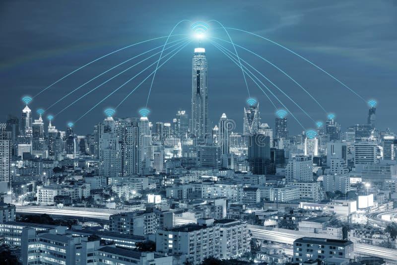 Teknologi-, nätverks- och Conection begrepp - det Wifi nätverket förbinder arkivfoton