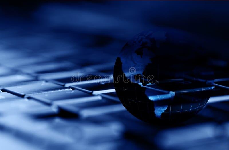 Teknologi och globala kommunikationer royaltyfri foto