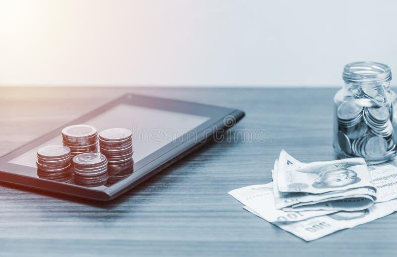 Teknologinätverksonline-bankrörelsen och internetbankrörelsen och netwo arkivfoto