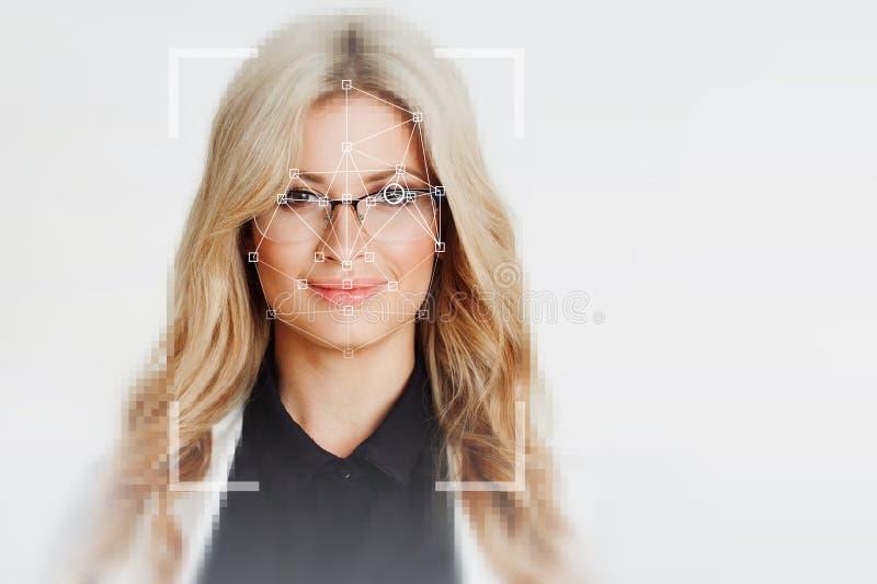 Teknologin av ansikts- erkännande härlig blond stående royaltyfri foto