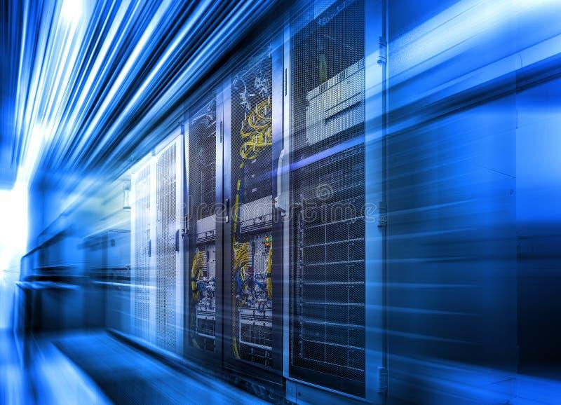 Teknologisk bakgrund med den original- tolkningen för design 3d för rörelse suddiga vektor illustrationer