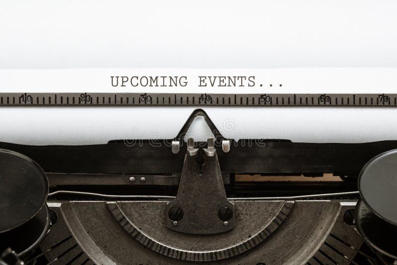 Tekstów Nadchodzący wydarzenia pisać w roczniku pisać na maszynie pisarza od 1920s obrazy royalty free