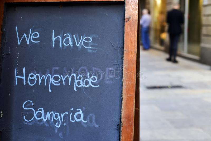 Tekst domowej roboty sangria, w Barcelona, Hiszpania zdjęcie royalty free
