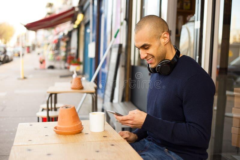 Tekst en koffie stock afbeeldingen
