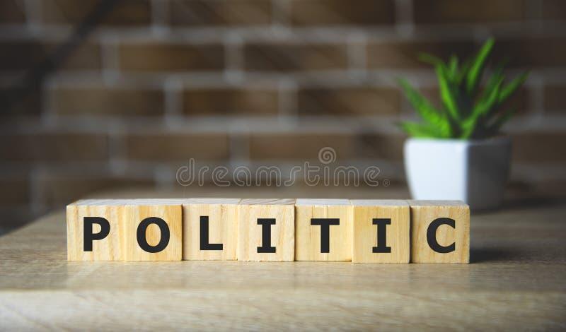 Tekst POLITYCZNY na temat kostek drewnianych, koncepcja polityczna obraz stock