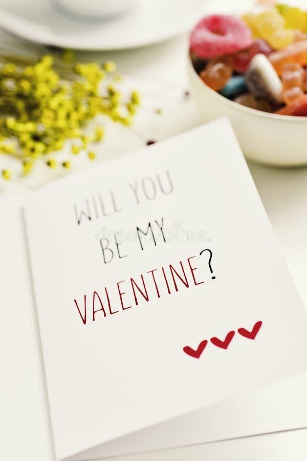 Tekst ty będziesz mój valentine w pocztówce zdjęcie royalty free