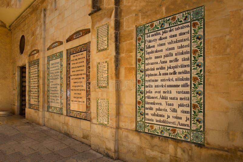 Tekst van Pater Noster-gebed verschillende languageson in Chu royalty-vrije stock foto's