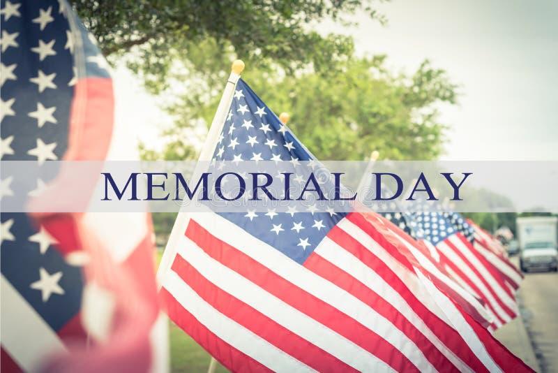 Teksta dzień pamięci na rzędzie gazon flaga amerykańskie obrazy stock