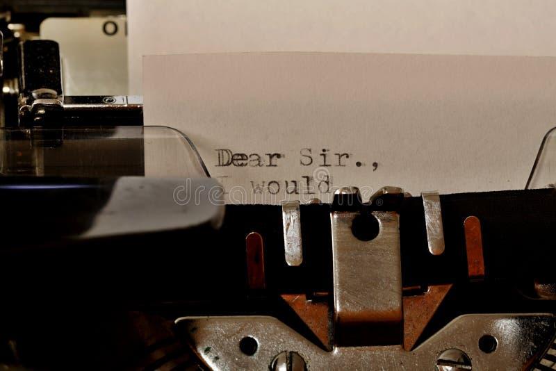 Teksta Kochany Sir pisać na maszynie na starym maszyna do pisania obraz stock