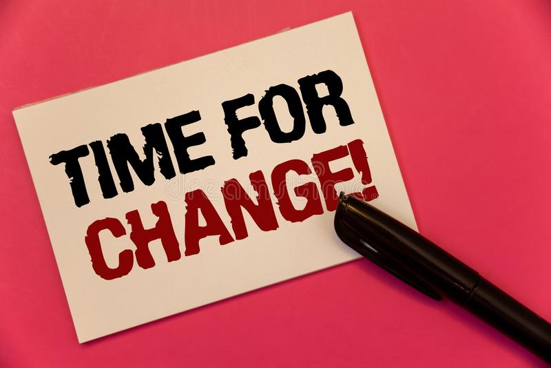 Teksta szyldowy pokazuje czas Dla zmiany Motywacyjnego wezwania Konceptualna fotografii przemiana R Ulepsza transformatę Rozwija  obrazy stock
