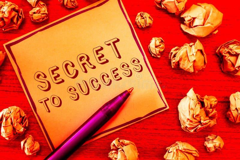 Teksta szyldowy pokazuje sekret sukces Konceptualnej fotografii Niewytłumaczony doścignięcie sława status społeczny lub bogactwo zdjęcia royalty free