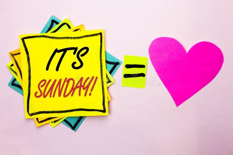 Teksta znak pokazuje Swój Niedziela wezwanie Konceptualna fotografia Relaksuje Cieszy się Wakacyjny weekendu wakacje Spoczynkoweg zdjęcie stock