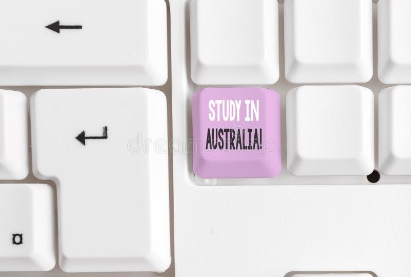 Teksta znaka seansu nauka W Australia Konceptualna fotografia iść w obcego kraju rozkazu zupełnego twój studia bielu komputer oso obraz royalty free