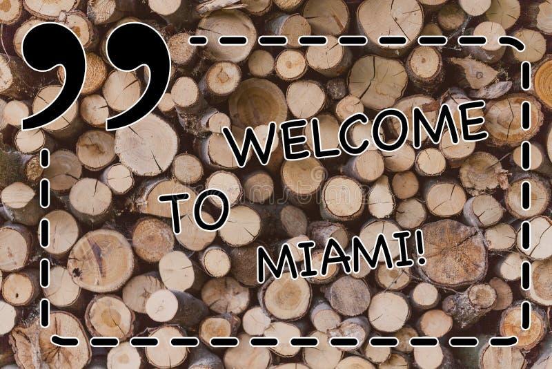Teksta znaka seansu powitanie Miami Konceptualna fotografia Przyjeżdża Floryda miasta lata plaży pogodny wakacje Drewniany zdjęcia royalty free