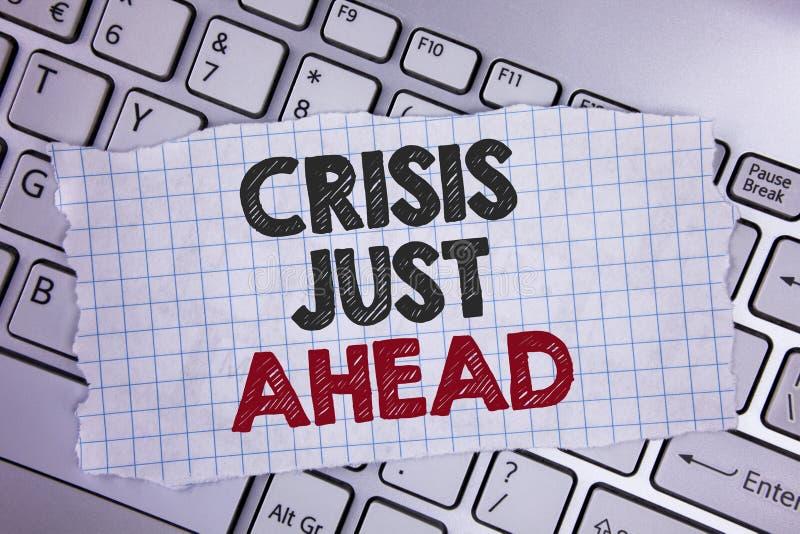 Tekstteken die Crisis enkel vooruit tonen De conceptuele foto voorziet de mislukking juiste actie voert alvorens het laat op Sche stock fotografie