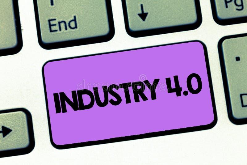 Tekstteken die Industrie 4 tonen Conceptuele foto Huidige tendens van automatisering en gegevensuitwisseling in het analysisufact stock foto