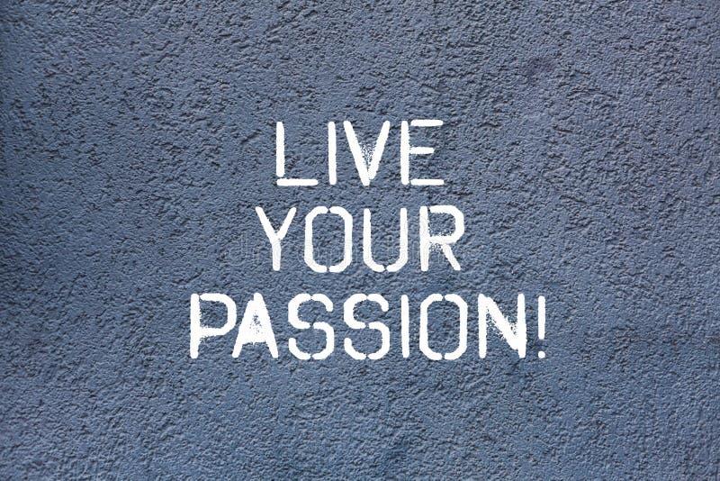 Tekstteken die Live Your Passion tonen De conceptuele foto die iets doen u houdt van dat u baangeen Bakstenen muur overweegt stock afbeelding
